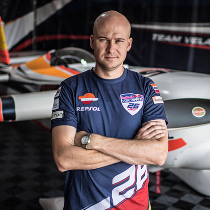 Do you know how Juan Velarde's aircraft is assembled for the Red Bull Air Race? Find out how from his mechanic, Ted Reynolds