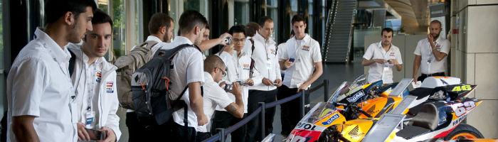 Los futuros ingenieros de MotoGP fascinados con la tecnología