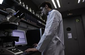 Creando plásticos inteligentes en el Laboratorio de Plásticos