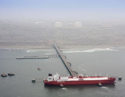 ¿En qué se parecen una plataforma para licuar gas en alta mar, 100 Boeing 747 y cuatro Titanics?